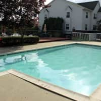 Crystal Lake Apartments - Pontiac, MI 48341