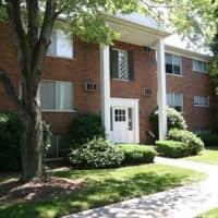 Elmwood Manor Apartments - Clawson, MI 48017
