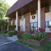 Country Chalet Apartments - Zion, IL 60099