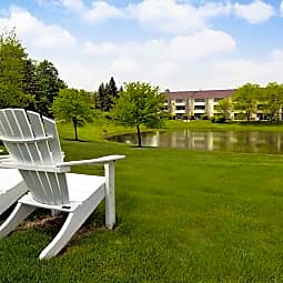 Aldingbrooke Apartments and Townhomes - West Bloomfield, Michigan 48322