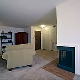 Woodbridge Apartments in Castleton IN - Indianapolis, Indiana 46250