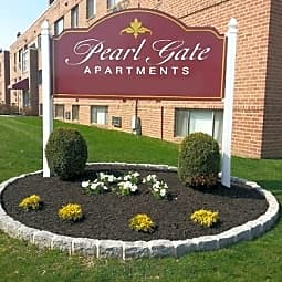 Pearl Gate Apartments - Philadelphia, Pennsylvania 19152