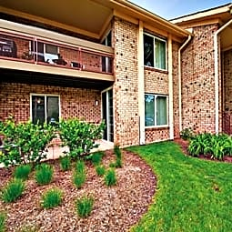 Lakeside Apartments - Lisle, Illinois 60532