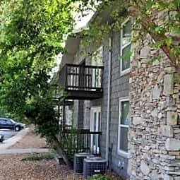 High Pointe Apartments - Birmingham, Alabama 35209