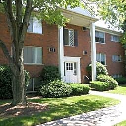 Elmwood Manor Apartments - Clawson, Michigan 48017