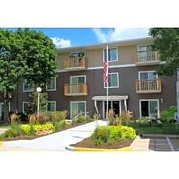 Briarwood Apartments - Cedar Rapids, Iowa 52402
