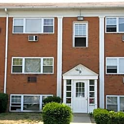 Carriage House Apartments - Woodbury, New Jersey 8096