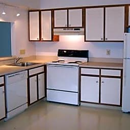 Amber Creek Apartments - Troy, Michigan 48084