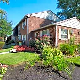 Fox Ridge Apartments - Hi Nella, New Jersey 8083