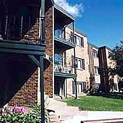 Hillside East Apartments - New Brighton, Minnesota 55112