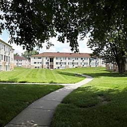 Edgewood Park Apartments - Pontiac, Michigan 48340