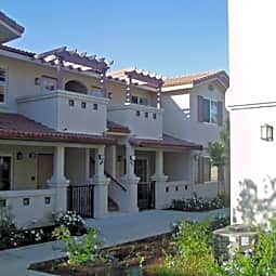 Hillview Apartments - Simi Valley, California 93065