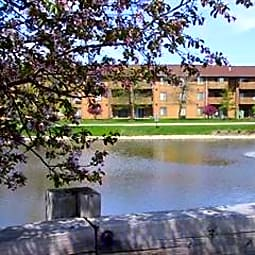 Waterbury Apartments - Roselle, Illinois 60172
