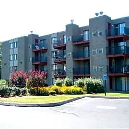 Elms Common Apartments - Rocky Hill, Connecticut 6067