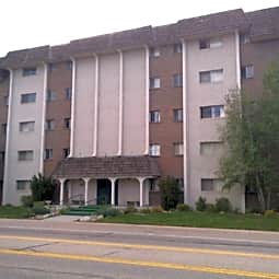 Chateau Lynnewood Apartments - Littleton, Colorado 80120