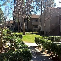 Rialto Breeze Apartments - Rialto, California 92376