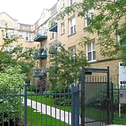 Dakin Court Apartments - Chicago, Illinois 60613