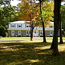 Lakewood Village Apartments - Southwick, Massachusetts 1077