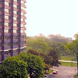 Commonwealth at the Park Apartments - Chicago, Illinois 60657