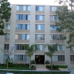 468 Roxbury - Beverly Hills, California 90212