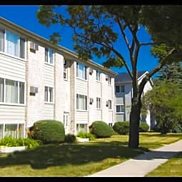 Lafayette Court Apartments - Royal Oak, Michigan 48067