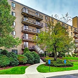 Bayberry Hill Estates Apartments - Framingham, Massachusetts 1702