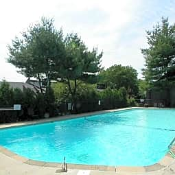 Briarwood Hill Apartments - North Haven, Connecticut 6473
