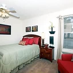 Lake Villa Apartments - Metairie, Louisiana 70005