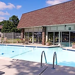 Castle Pointe Apartments - East Lansing, Michigan 48823