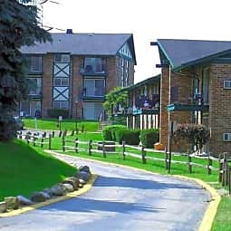 Piccadilly Apartments - Greenfield, Wisconsin 53228