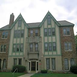 Marion Manor - Shorewood, Wisconsin 53212