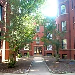 851-59 Cornelia - Chicago, Illinois 60657
