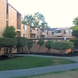 Vista Apartments - Concord, California 94520