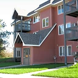 Woodridge Apartments - Northfield, Minnesota 55057