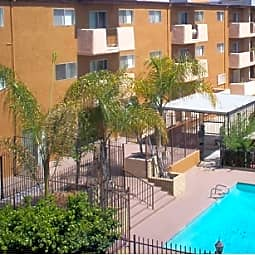 Queen Street Apartments - Inglewood, California 90301
