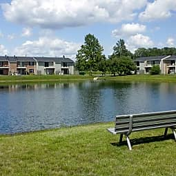Williamsburg on The Lake Apartments of Mishawaka - Mishawaka, Indiana 46545