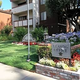 Warner Pines Apartments - Woodland Hills, California 91367