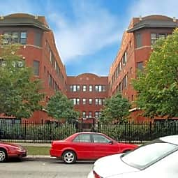 829 West Sunnyside - Chicago, Illinois 60640