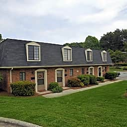 Four Seasons Townhomes - Greensboro, North Carolina 27407