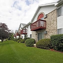 Quail Hollow Apartments - Greenfield, Wisconsin 53220