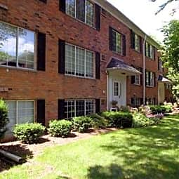 Hartford Place Apartments - Birmingham, Michigan 48009