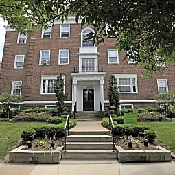 Shaker Square Apartments - Cleveland, Ohio 44120