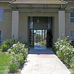 Los Arcos Apartment Homes - Whittier, California 90604