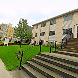 Bristol Apartments - Omaha, Nebraska 68131