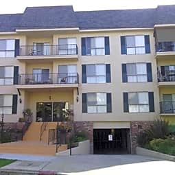 North Columbus Apartments - Glendale, California 91202