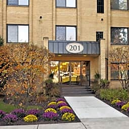 Cook Apartments at Libertyville - Libertyville, Illinois 60048