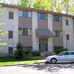 Amber House Apts. & Townhomes - Clawson, Michigan 48017