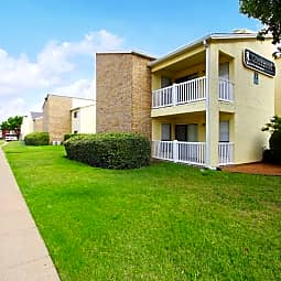 Creekwood Apartments - DeSoto, Texas 75115