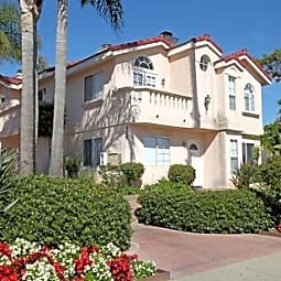 Pacific Beach Townhomes - San Diego, California 92109