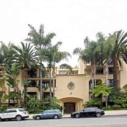 555 Barrington Avenue Apartments - Los Angeles, California 90049